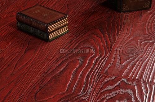 暗红色地板配窗帘图暗红色门配复合地板的效果图图片15