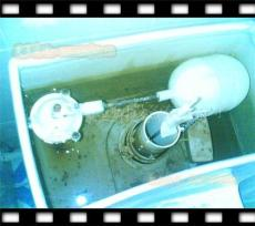 东莞马桶水箱配件更换更换马桶盖板进水阀更换